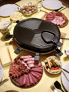 220px-Raclette_with_all_the_trimmings[1]